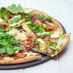 Apple and Arugula Pizza