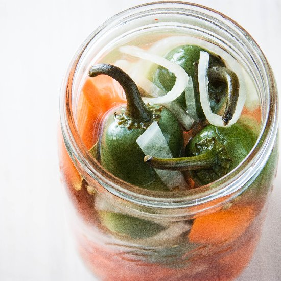 Easy Pickled Carrots and Jalapenos