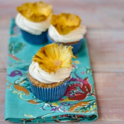 Hummingbird Cupcakes with Dried Pineapple Flowers Recipe