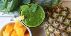 Kale Mango and Pineapple Green Smoothie Recipe