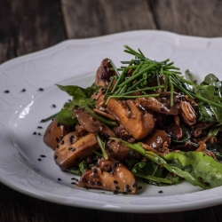 Mushroom Arugula Salad with Soy Dressing Recipe