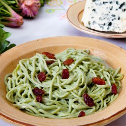 Spaghetti with Roquefort sauce