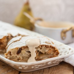 Strudel with ricotta and pears