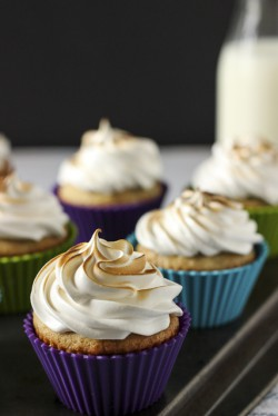 Banana Cupcakes with Whipped Peanut Butter Filling and Marshmallow Frosting Recipe