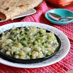 Bottle Gourd And Peas Curry