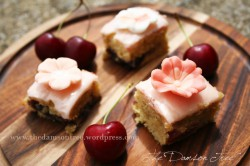 Cherry, Almond and Amaretto Cake