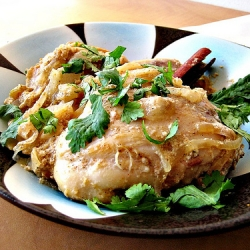 Chicken in Yogurt-Almond Sauce