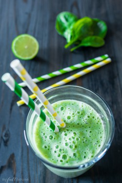 Green Spinach Banana Detox Smoothie Recipe
