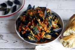 Mussels in White Wine Tomato Sauce Recipe
