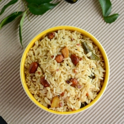 Puliyogare South Indian Tamarind Rice with Peanuts and Garlic Recipe