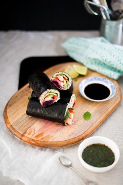 Salmon and Quinoa Sushi Roll with Thai Kombucha Sauce Recipe