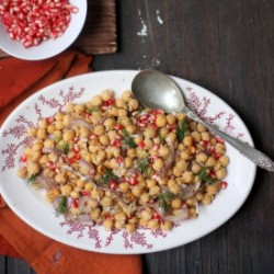 SPICY GARBANZO AND PEANUT SALAD