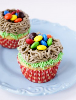 Yellow Cake Cupcakes with Oreo Cook