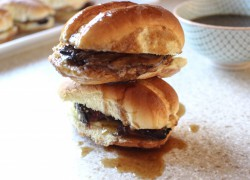 French Dip Sliders with Garlic Aioli