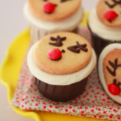 Gingerbread cupcakes with cookies