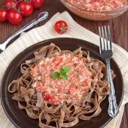 Pasta with Cherry Tomatoes Pesto