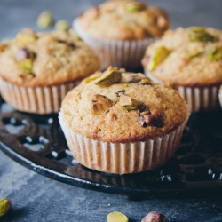 Pistachio and chocolate muffins