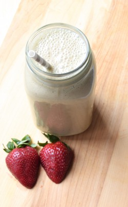 Strawberry Coconut Cashew Smoothie