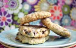 White Chocolate Chip Oatmeal Cookie