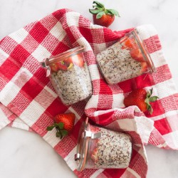 5-Ingredient Quinoa Breakfast Pots