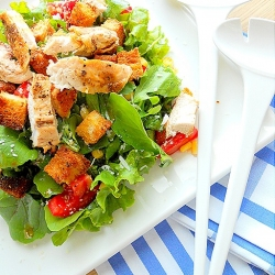 Salad with Arugula and Grilled Chicken