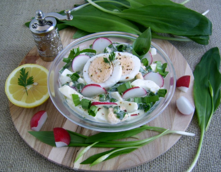 Salad with ramson and eggs