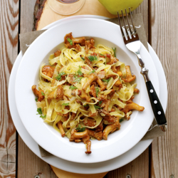 Tagliatelle with Chanterelles and Apples Recipe