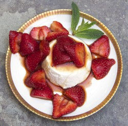 Vanilla Panna Cotta with Balsamic Strawberries Recipe