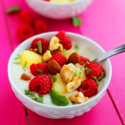 Vanilla Yogurt with Fruit and Nuts