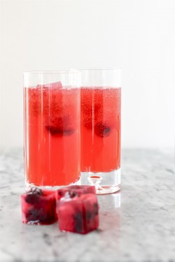 Blackberry lemonade cocktails