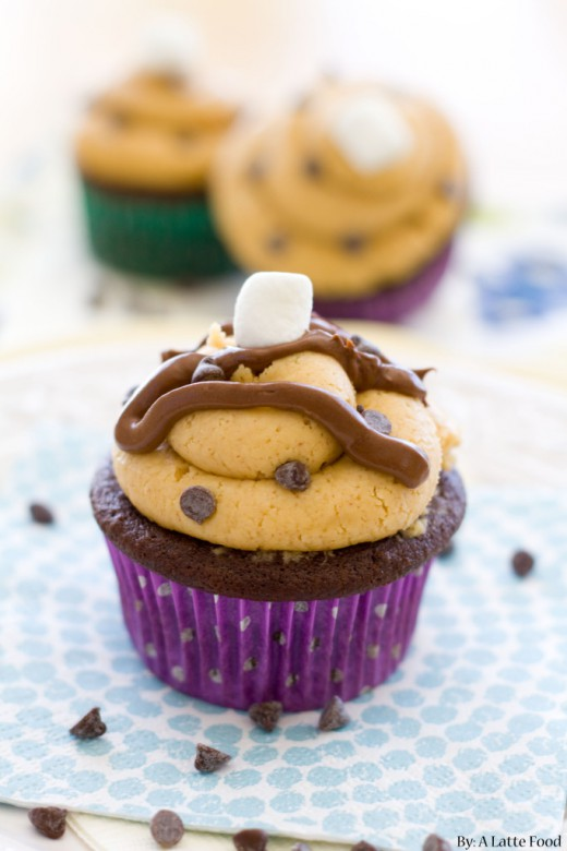 Chocolate Fluffernutter Cupcakes