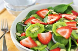 Kiwi Strawberry Spinach Salad