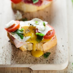 Quail Eggs Crostini With Bacon