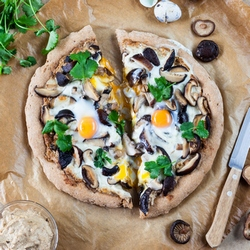Shiitake and Walnut Puree Pizza Recipe
