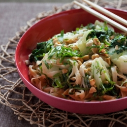 Vegetable Pad Thai with Spicy Peanut Sauce Recipe
