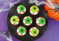 Eyeball Cake Bites