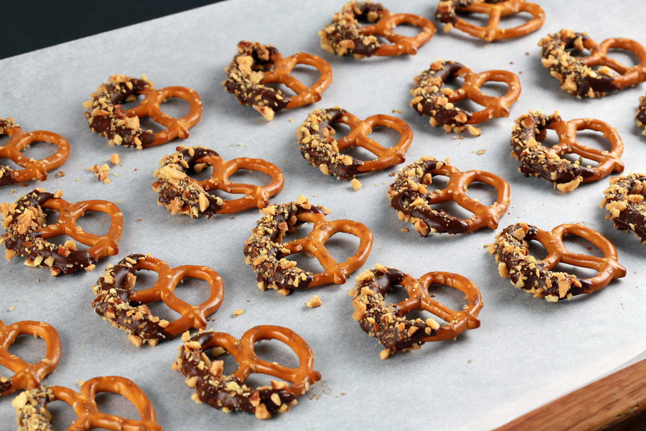 Chocolate Covered Pretzels Recipe With Chocolate Almond Bark