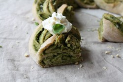 Pesto-Bread Wreath with Cream Cheese-Yoghurt Recipe