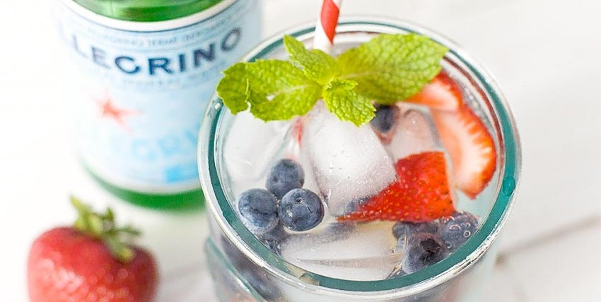 Strawberry Blueberry Sparkling Cocktail Recipe