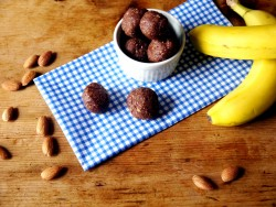 Chocolate Banana Bread Snack Balls