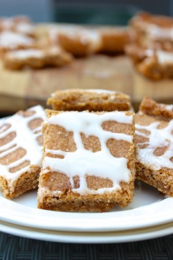 Cinnamon Roll Blondies with Glaze