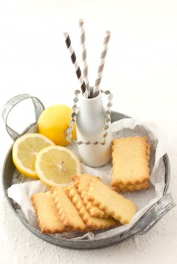 Cookies with Corn Flour and Lemon