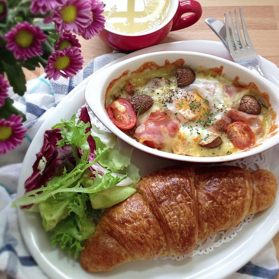 Croissant with Baked Cheesy Ham Egg