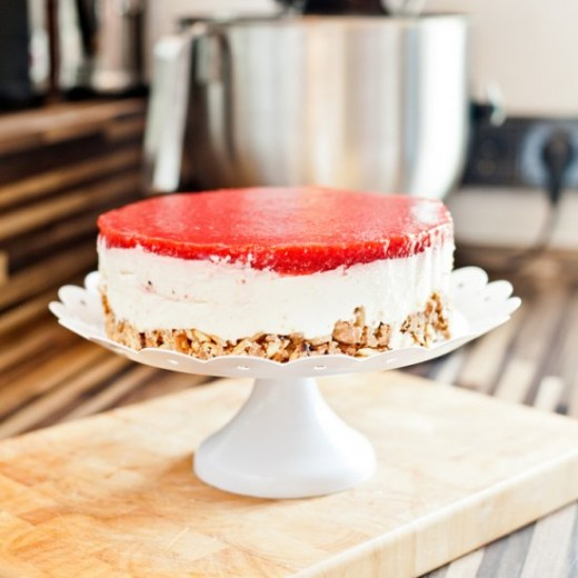 Crunchy Strawberry Cream Cheesecake