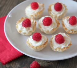 Fillo Cups with Almond Cream
