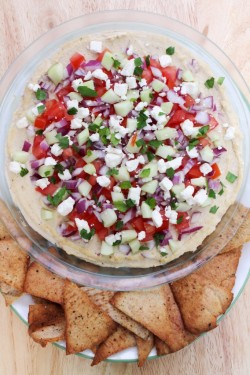 Greek Hummus Dip with Pita Chips