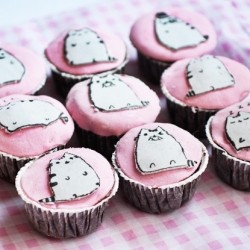 Pusheen Cupcakes with DIY Fondant