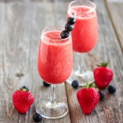How to Make Strawberry Champagne