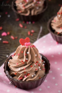 4-Ingredient Chocolate Mousse Cups