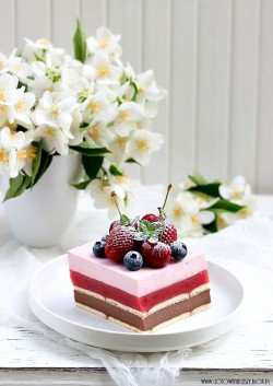 Strawberry Nutella Cake Recipe